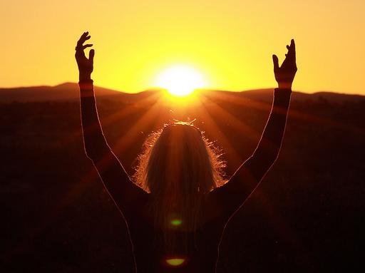 Tomar el sol es un acto muy saludable, siempre que se haga con protección solar y moderación