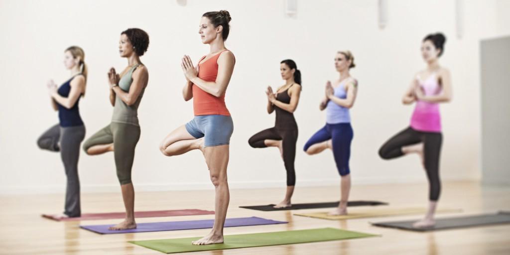 Practicando posturas como esta parece lógico que fortalezcamos los músculos implicados en la postura corporal y mejoremos la flexbilidad