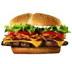 Por una hamburguesa de tamaño medio nos referimos a algo como esto. Si en lugar de tamaño medio es grande, como la Triple whopper por ejemplo, las calorías se incrementan considerablemente.