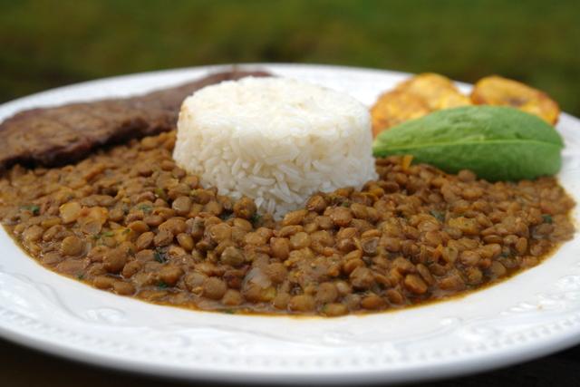 Las lentejas con arroz nos aportan proteínas de alto valor biológico