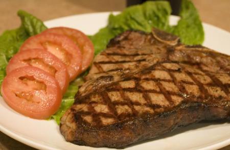 La ternera es un alimento que no debe faltar en tu dieta debido a su gran cantidad de proteínas