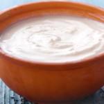 El yogur griego es una excelente comida para adelgazar, pero ojo con los condimentos que le añaden algunas marcas comerciales